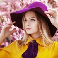 La femme au chapeau violet